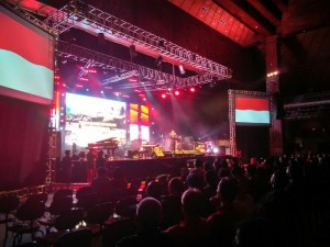 Economic Jazz 2017 dibuka dengan menyanyikan lagu Indonesia Raya. (Foto: Desti)