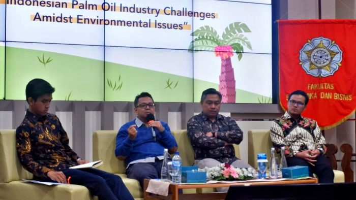 E-Talk Indonesian Palm Oil Industry Challenges Admist Environmental Issues. Foto: Kinanthi