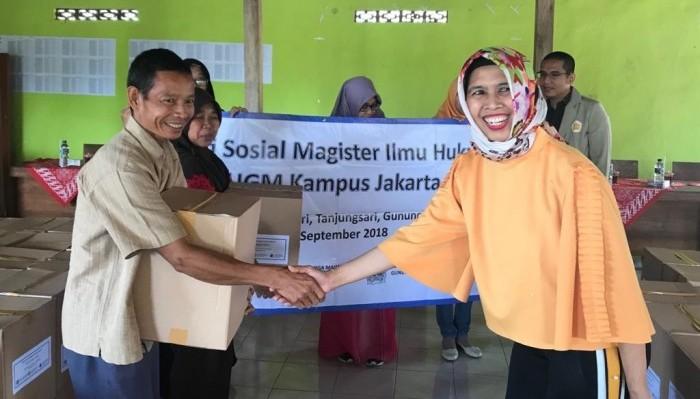 Gagal Panen, MIH UGM Jakarta Bagikan Bantuan Warga Gunungkidul.(Foto: Dok. MIH Jakarta)