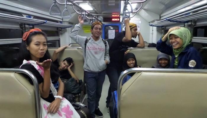 Naik Kereta Prameks, Sebuah Hobi.(Foto: Istimewa)