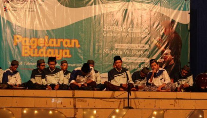 Manunggaling Rebana ingin menghidupkan tradisi Islam Indonesia di kampus UGM. Foto: Sirajuddin