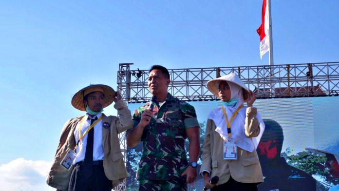 Kepala Staf TNI Angkatan Darat Jenderal TNI Andika Perkasa, S.E., M.A., M.Sc., M.Phil., Ph.D, mengatakan, ia merasa iri dengan Gamada karena dulu ia pernah punya keinginan belajar di UGM. Foto: Kinanthi