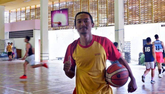 Kali ini UKM Basket merekrut anggota bukan untuk diseleksi, tetapi diajak untuk membangun komunitas. Jika ada yang memiliki potensi bakal ditarik untuk bergabung dengan tim. Foto: Kinanthi