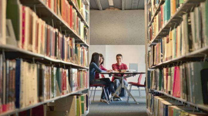 Materi visual saja tidak cukup untuk meningkatkan daya kritis, perlu diimbangi dengan membaca. Foto: tribunnews.com