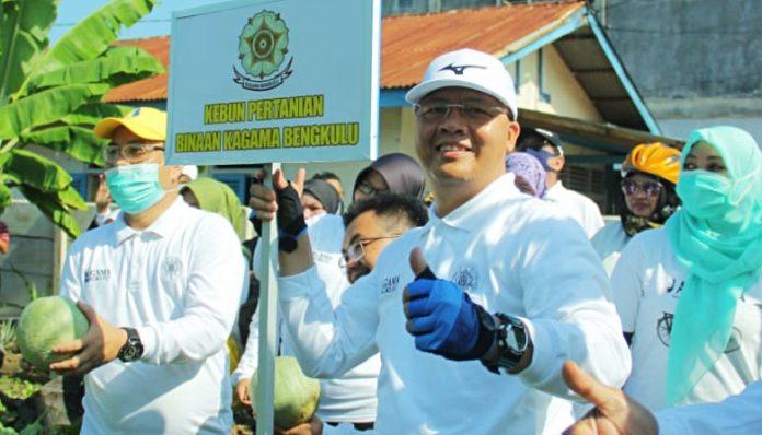 Gubernur Bengkulu alumnus UGM, Rohidin Mersyah, berbagi kisah tentang masa lalu dan latar belakang keluarganya. Foto: KAGAMA Bengkulu