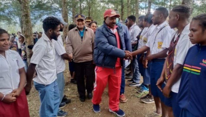 Pemerintah Kabupaten Puncak pimpinan Willem Wandik menggelar pendidikan khusus bekerja sama dengan UGM dan Uncen. Foto: Bumi Papua