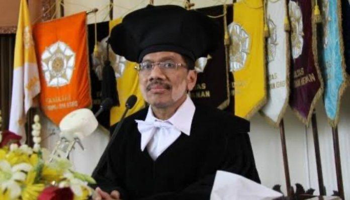 Kolega sesama dosen Departemen Teknik Sipil dan Lingkungan FT UGM mengenal almarhum Prof. Bambang Yulistiyanto, sebagai sosok humanis. Foto: Humas UGM