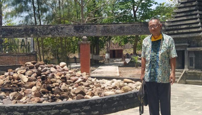Dosen UNY alumnus UGM, Dr. Purwadi, M.Hum, baru-baru ini menelusuri situs bersejarah yang berkaitan erat dengan Kerajaan majapahit, Kahyangan Api. Foto: Ist