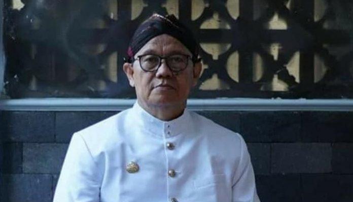 epergian dosen purnatugas Arkeologi FIB UGM, Dr. Djoko Dwiyanto, meninggalkan kesan mendalam bagi Ketua KAGAMA Kaltim, dr. Joko Martono. Foto: Ist