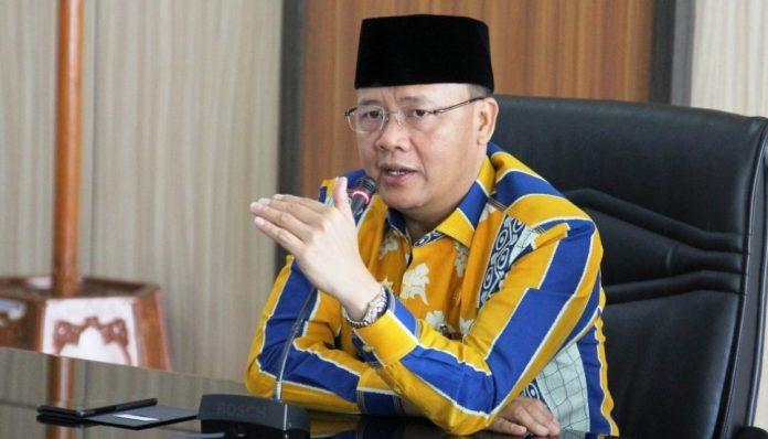 Gubernur Provinsi Bengkulu, Rohidin Mersyah, punya solusi agar sawit dari petani di daerahnya punya harga jual tinggi. Foto: Realita Post