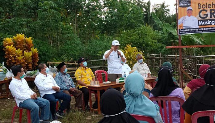 Pesan motivasi untuk menempuh pendidikan setinggi-tingginya disampaikan Ketua KAGAMA Bengkulu, Rohidin Mersyah, saat me-launching canthelan di Kelurahan Pasar Bawah, Bengkulu Selatan. Foto: KAGAMA Bengkulu