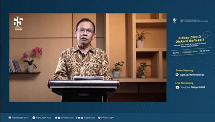 Kisah jenaka dalam kegiatan mengajar selama pandemi jadi salah satu isi dalam pidato Dies Natalis ke-65 FISIPOL UGM yang disampaikan oleh Prof. Haryanto. Foto: Ist