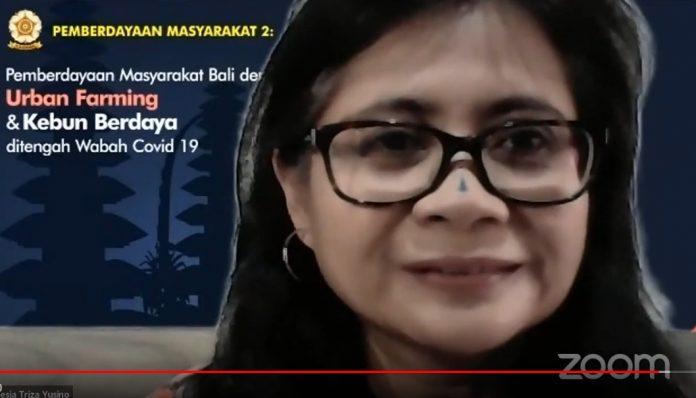 Triza Yuzino, alumnus Sosiatri UGM, membangun gerakan solidaritas kemanusiaan guna menghadapi Covid-19 di tempat tinggalnya, Bali. Foto: Ist