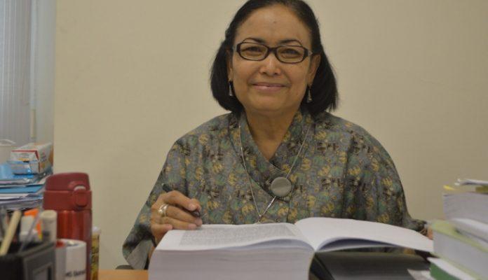 Guru Besar FTP UGM, Prof. Dr. Ir. Endang S. Rahayu berbicara tentang pentingnya sistem keamanan pangan dalam acara gerakan kemanusiaan Sambatan Jogja (SONJO). Foto: Humas UGM