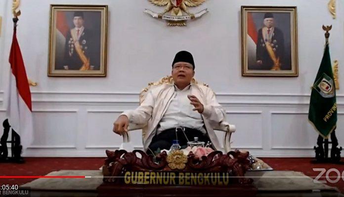 Gubernur Provinsi Bengkulu, Dr. drh. H. Rohidin Mersyah, M.M.A berpesan kepada segenap calon wisudawan UGM. Foto: Ist
