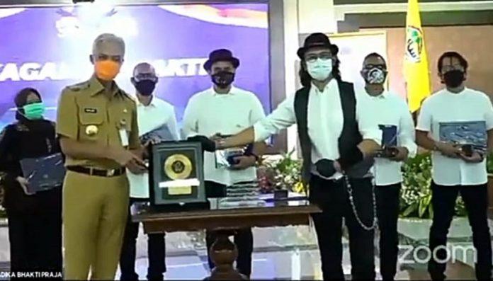 Pengurus pusat KAGAMA, senin siang (22/2/2021), meluncurkan cover lagu KAGAMA Bhakti yang diaransemen ulang oleh grup band Padi Reborn. Foto: Ist