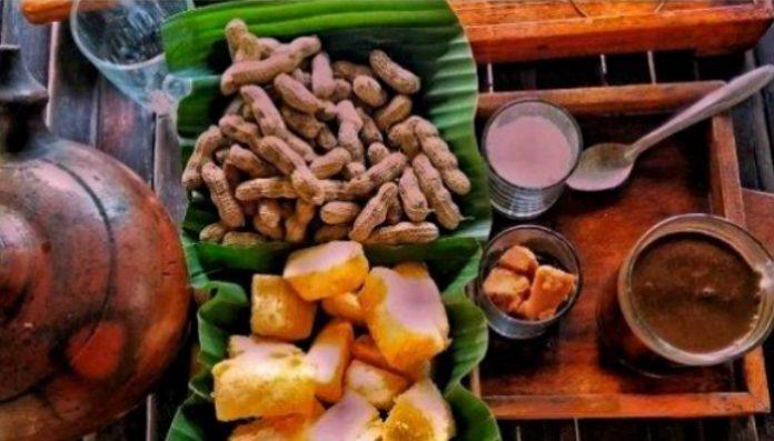 Kopi robusta dan kopi lanang, merupakan kopi favorit dari Kedai Kopi Menoreh. Menu kopi yang ditawarkan adalah hasil berkebun Pak Rohmat sendiri. Foto: singoputu