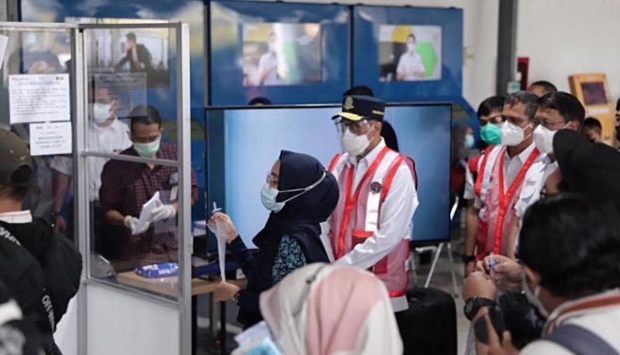 Alat deteksi Covid-19 hasil inovasi Universitas Gadjah Mada, GeNose C19 telah diterapkan sebagai syarat skrinning bagi pelaku perjalanan penumpang pesawat terbang. Foto: UGM