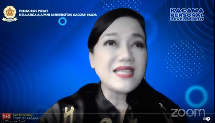 Direktur Utama PT Danareksa Sekuritas, Friderica Widyasari Dewi membabar pengalamannya saat kuliah di luar negeri. Foto: Ist