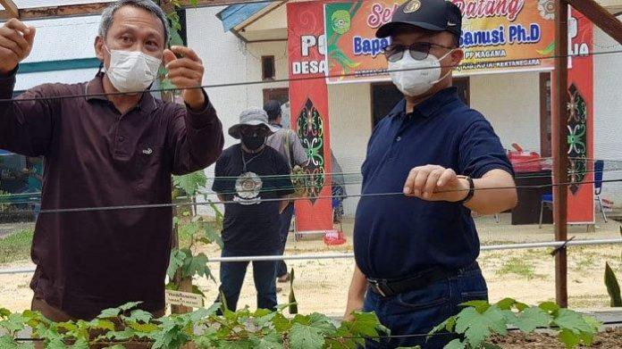 Sekretaris Jenderal (Sekjen) Kementrian Tenaga Kerja dan Transmigrasi Anwar Sanusi mengapresiasi aksi nyata KAGAMA Kaltim. Foto: Ist
